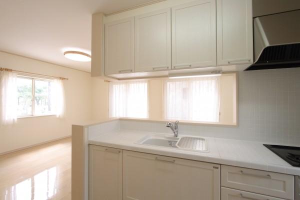 住まいのキッチン(お洒落アンティーク風なタイル貼り) イメージ 039